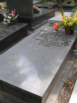 Grób ostatniego dowódcy promu Jan Heweliusz, kapitana Andrzeja Ułasiewicza na warszawskich Powązkach.