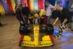 Bolid ofiarowany przez zespół Renault.