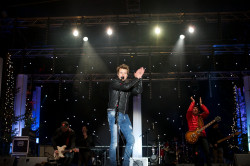 Piotr Kupicha z zespołu Feel uświetnił koncert na Targu Węglowym.