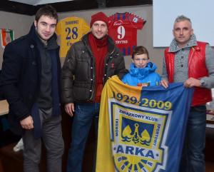 Flaga upamiętniająca 80-lecie Arki Gdynia została zlicytowana za 500 zł.