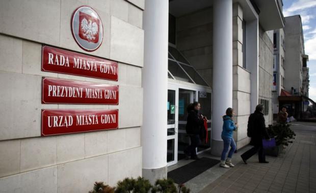 Komornik zablokował pieniądze na koncie Urzędu Miasta Gdyni, bo urzędnicy nie wykonali prawomocnego wyroku sądu.