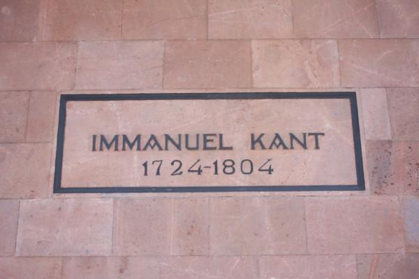 Grób Kanta przy katedrze w Kaliningradzie.