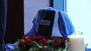 """Urnę z prochami Macieja Korwina przez dwie godziny wystawiono publicznie w """"drugim domu"""" zmarłego - Teatrze Muzycznym w Gdyni."""