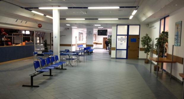 Opustoszałe wnętrza głównego budynku PORD w Gdańsku. Trwa tam przerwa techniczna w egzaminowaniu kandydatów.
