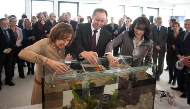 Teresa Kamińska, prezes PSSE, marszałek Mieczysław Struk oraz Andżelika Cieślowska, prezes Doraco, czyli firmy, która dokonała modernizacji obiektu.