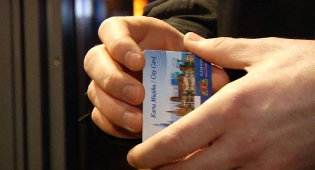 Nasz czytelnik pokazał nam jak sfałszować bilety miesięczne na zwykłej karcie miejskiej wydanej na okaziciela.