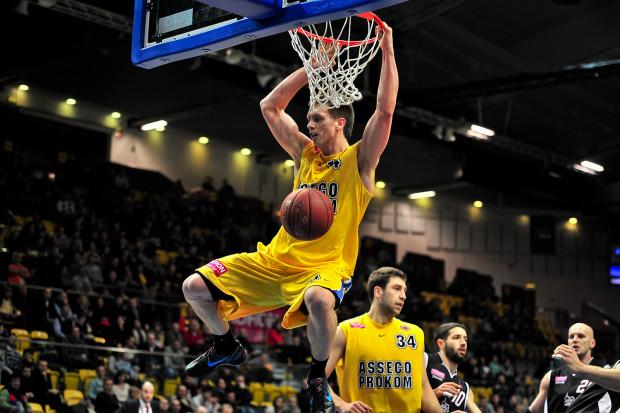 Asseco Prokom bez najmniejszych trudności pokonał Energę Czarnych Słupsk. Na zdjęciu Mateusz Ponitka.