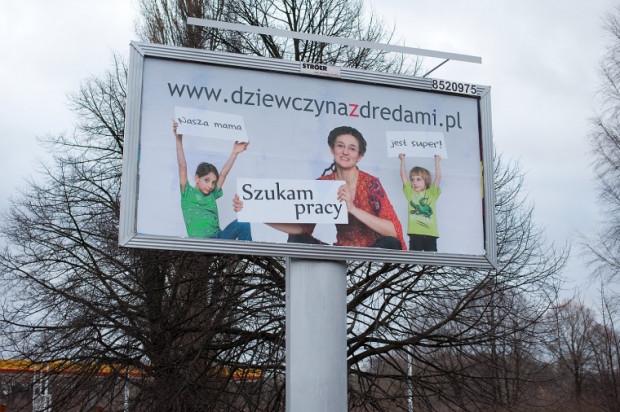 Gdańszczanka Ewa Suchodolska szuka pracy na billboardzie.