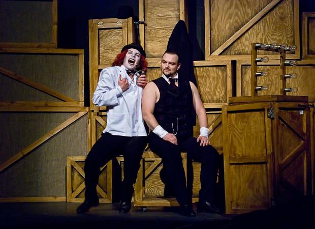 """""""Lalka"""" w reżyserii Wojciecha Kościelniaka (na zdjęciu) okazała się wielkim sukcesem teatru i uznana została za jedno z największych wydarzeń teatralnych w Polsce w 2010 roku. Jak będzie z """"Chłopami"""", które zainaugurują działalność Dużej Sceny Muzycznego po rozbudowie, przekonamy się we wrześniu."""