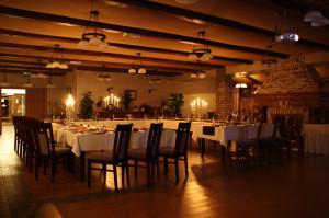 Restauracja posiada dwie duże sale, które pomieścić mogą łącznie nawet 260 osób.