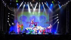"""Kolorowe stroje, zgrabna fabuła  i ciekawe ewolucje taneczno-akrobatyczne - to charakteryzuje bajkę """"Przygody Sinbada"""" gdyńskiego teatru Mira-Art."""