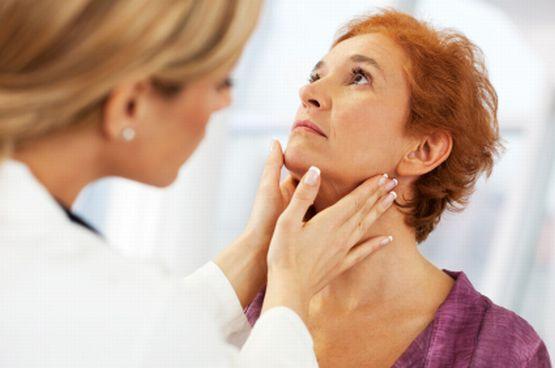 Choroby tarczycy nie powodują powikłań u osób młodych i zdrowych. W przypadku osób starszych i schorowanych mogą natomiast utrudniać leczenie.