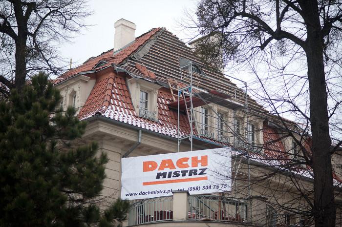 Pod koniec marca ma się zakończyć remont dachu willi.