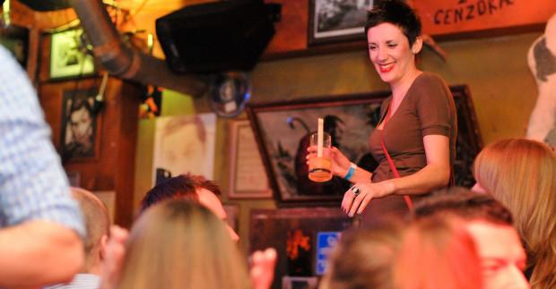 Tańce na stołach to element każdej imprezy w Spatifie.