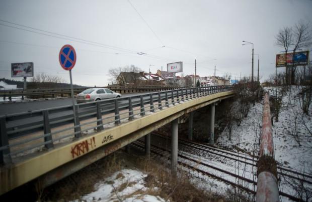 Estakada w ciągu ul. Wielkopolskiej nad linią kolejową Gdynia-Kościerzyna.