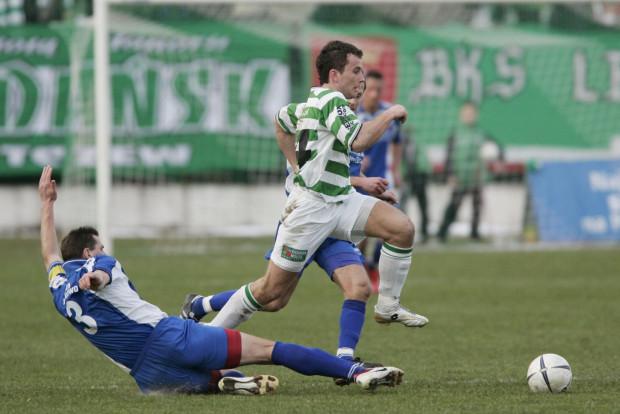 11 marca 2007 roku Lechia przy Traugutta rozbiła Unię Janikowo 5:1. To jak na razie ostatnie zwycięstwo gdańskich piłkarzy podczas inauguracji wiosny. Na zdjęciu Piotr Wiśniewski, który ma szansę na grę również w piątek w Warszawie.