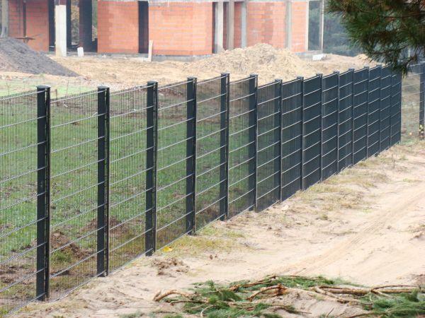 Jeśli ogrodzenie powstanie dokładnie na granicy dwóch działek koszty jego utrzymania ponoszą obie strony.