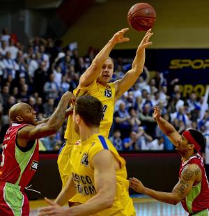 Łukasz Koszarek zdobywa średnio nieco mniej punktów niż w Sopocie ale ani Asseco Prokom ani reprezentację trudno sobie bez niego wyobrazić
