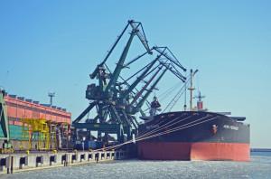 Statek przywiózł ponad 102 tysiące ton węgla.