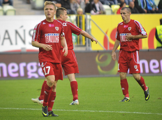 Tomasz Podgórski (nr 17) ma patent na Lechię. W tym sezonie kapitan Piasta do siatki biało-zielonych trafiał zarówno w Gdańsku jak i w Gliwicach, a jego zespół wygrał oba spotkania.