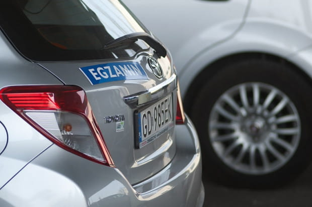 Nowe egzaminy na prawo jazdy spowodowały spadek zdawalności w PORD-zie i spadek liczby kursantów w ośrodkach nauki jazdy.