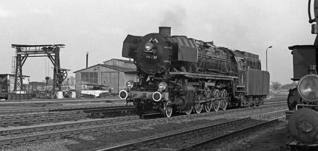 Tego typu parowóz, czyli Ty4-57, ciągnął feralny skład z Osowej do Gdyni. Zdjęcie wykonane w Malborku, w 1972 r.