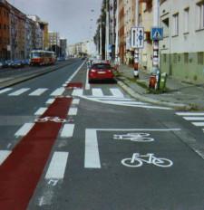 Przykład pasów rowerowych w czeskiej Pradze.