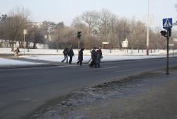 W ramach przebudowy układu komunikacyjnego wokół Forum Radunia, zniknie widoczne na zdjęciu przejście dla pieszych. Piesi będą musieli korzystać z tunelu.