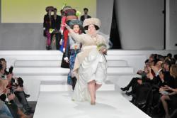 20-lecie współpracy obchodził duet Słoma & Trymbulak. Na zdjęciu ich suknia ślubna z jubileuszowej kolekcji na ulubionej modelce Mirka Trymbulaka.