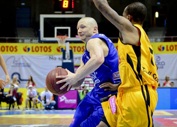 Krzysztof Szubarga przesądził o wyniku zdobywając 2 punkty na 1,5 sekundy przed końcem spotkania.