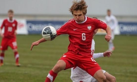 Michał Gałecki bardzo dobrze spisuje się w reprezentacji Polski do lat 17. Gdyński pomocnik wkrótce powinien doczekać się debiutu w I-ligowej Arce.