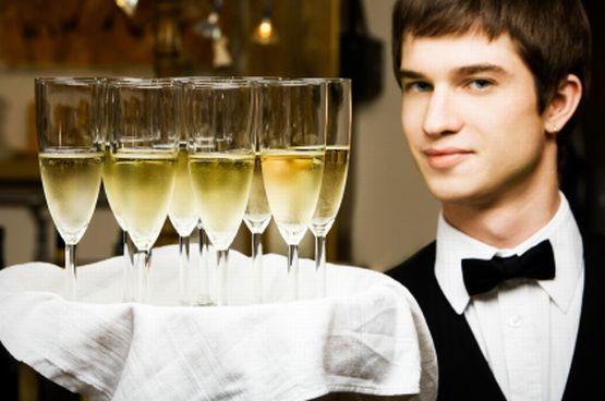 Kelner, selekcjoner w klubie, wypłaszacz bażantów, instruktor skoków bungee - jak jeszcze dorabiają sobie studenci?