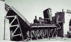 Zdjęcie wysadzonego wiaduktu nad ul. Słowackiego.