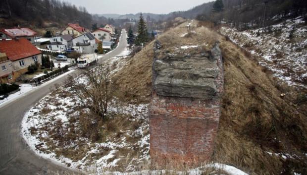 Niebawem, gdy ruszy budowa Pomorskiej Kolei Metropolitalnej, na zawsze znikną mające sentymentalną wartość dawne wiadukty Kolei Kokoszkowskiej.