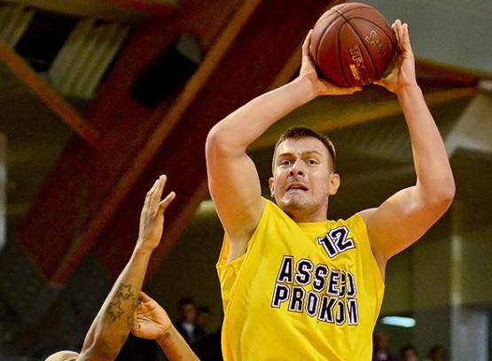 Rasid Mahalbasić wziął na siebie ciężar gry za Adama Hrycaniuka i poprowadził Asseco Prokom do wygranej we Włocławku.