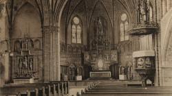 Tak niegdyś wyglądało wnętrze  Herz Jesu Kirche . Większość wyposażenia świątyni przetrwało obie wojny światowe. Pewne zmiany w wystroju świątyni nastąpiły pod koniec lat 40. XX wieku.
