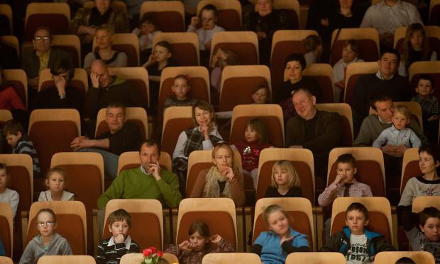 """Podczas koncertu familijnego """"Tańcująca muzyka"""" sala Polskiej Filharmonii Bałtyckiej była wypełniona po brzegi. Dzieci chcą chodzić z rodzicami do filharmonii i sprawia im to wielką frajdę."""