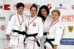 Zuzanna Pawlikowska (w środku).