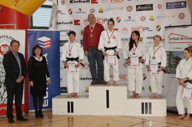 Zuzanna Pawlikowska i trener Radosław Laskowski na najwyższym stopniu podium. W sumie trójmiejscy judocy podczas młodzieżowych mistrzostw kraju stawali na nim aż pięć razy.