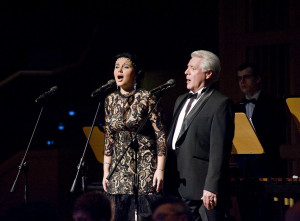 Podczas koncertu usłyszeliśmy m.in. rosyjskie pieśni w wykonaniu Nikołaja Gorłowa (baryton), Wiktorii Bobkowej (sopran) oraz Męskiego Kwartetu Wokalnego. Jeden z numerów wspólnie z rosyjskimi wokalistami wykonała polska sopranistka Marta Nowicka.