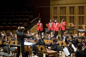 Artyści Wielkiej Orkiestry Radia i Telewizji Rosyjskiej  nie tylko grali znakomicie, ale również wspaniale prezentowali się na scenie.