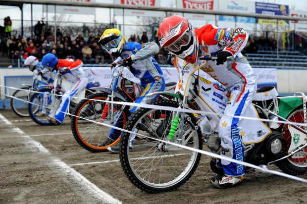 Renault Zdunek Wybrzeże Gdańsk pokonało Orła Łódź w pierwszym meczu sezonu. Zwycięstwo nie przyszło jednak tak łatwo jak mogłoby się wydawać oceniając przed spotkaniem siły obu zespołów.
