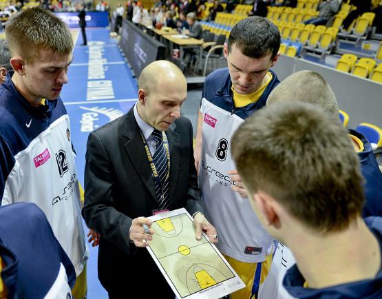Adam Wójcik uważa, że po odejściu Łukasza Koszarka i Adama Hrycaniuka oraz bez chorego Mateusza Ponitki Asseco Prokom ma za mało klasowych koszykarzy, aby dotrzymać kroku Treflowi.