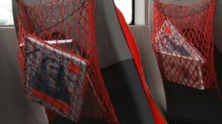 Książki w czerwonych siatkach wisiały w tramwajach tylko przez kilka dni. Potem pozostały już same siatki, a w końcu i one zniknęły.