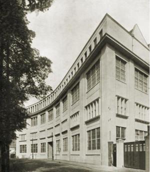 Przed wojną budynek był siedzibą Gdańskiego Monopolu Tytoniowego.