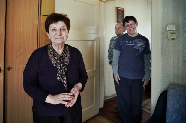 Zdzisława Małolepszy, a za jej plecami wnuk Oskar i mąż Jan.