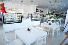Aljavi to nietypowe połączenie kwiaciarni i kawiarni.