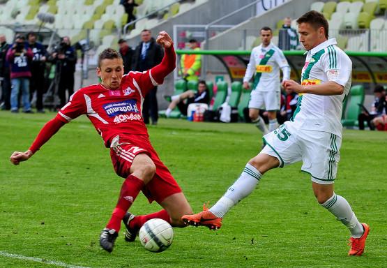 Przemysław Frankowski strzelił w pięknym stylu bramkę dla Lechii.
