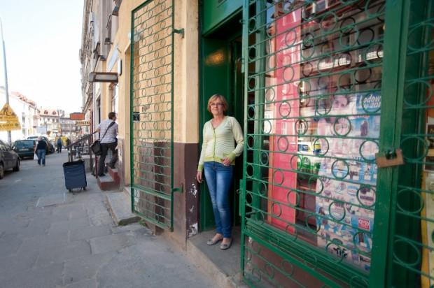 Krystyna Konopka sklep warzywny prowadzi na ul. Wajdeloty od 26 lat. Dla niej remont już przyniósł straty - kupuje u niej ok. 40 proc. mniej klientów.