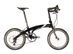 Specjalna limitowana seria z okazji 30-lecia firmy Dahon. Najlżejszy rower składany na świecie, posiada 30 biegów. Cena: 15 990 zł.